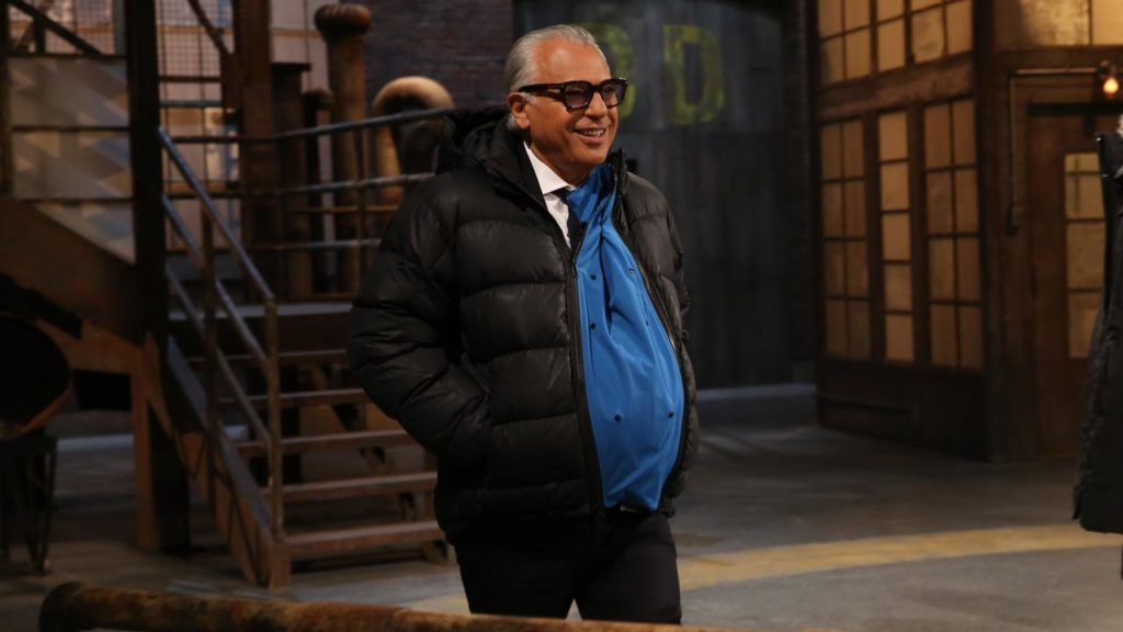 Joe Mimran's belly fits during the Make My Belly Fit pitch on CBC's The Dragons' Den
